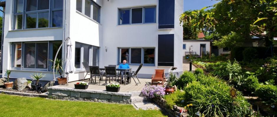 Solarlüftungen sorgen allein mit Sonnenkraft für eine stete Frischluftzufuhr ins Haus. Foto: djd/Grammer Solar GmbH