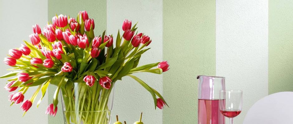 Auch alte Gemäuer vertragen Frühlingsfrische. Streifen an der Wand wirken lebendig. Foto: djd/Knauf Bauprodukte