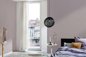 In Altbauten mögen viele Bewohner dezente Farben an der Wand, beispielsweise Mokka oder Schiefer. Foto: djd/Knauf Bauprodukte