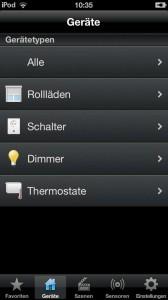 """Über eine Smartphone-App lassen sich Haussteuerungen wie """"HomePilot"""" auch von unterwegs aus steuern und überwachen. Foto: djd/Rademacher"""