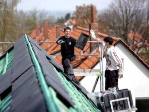 Auch wenn Hausbesitzer eine Dachsanierung planen, kommen sie an der neuen Energieeinsparverordnung (EnEV 2014) nicht vorbei. Sie gibt den gesetzlichen Rahmen für energetische Sanierungen vor Foto: Dachziegelwerke Nelskamp GmbH