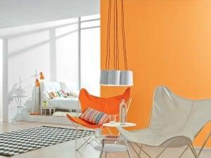 Wer es bunt mag, kombiniert sanfte Farben mit Orange (Alpina Farbrezepte Sonnensturm) Foto Alpina Farben