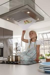 Eine effiziente Dunstabzugshaube sorgt dafür, dass die Gerüche, die beim Kochen entstehen, geräuscharm entfernt werden. Foto: djd/KüchenTreff GmbH & Co. KG