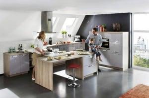 Bei der individuellen Einrichtung der Wohnküche ist eine maßgeschneiderte Planung wichtig. Schließlich sollten das Design und die Farben harmonisch auf den angrenzenden Wohnbereich abgestimmt sein. Foto: djd/KüchenTreff GmbH & Co. KG