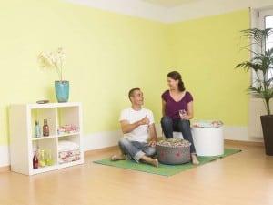 Frische Farben bringen Urlaubsfeeling in die Wohnung. Foto: djd/J. Wagner