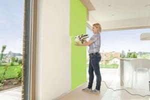 Eine neue Wandfarbe kann man mit Farbsprühsystemen schnell und einfach aufbringen. Foto: djd/J. Wagner