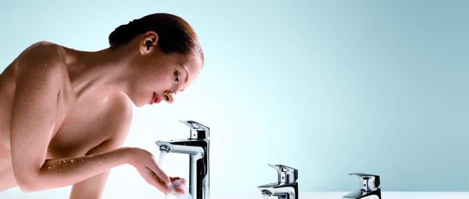 Verschiedene Höhen- und Griff-Varianten für jede Waschplatzsituation hält die neue Armaturenlinie bereit. Foto: Hansgrohe SE/akz-o