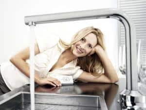 Ein Durchlauferhitzer für Warmwasser sollte je nach Bedarf ausgewählt werden.Foto: djd/Clage