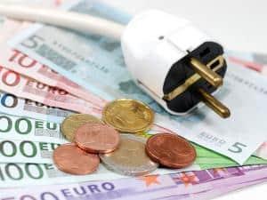 Bis zu 300 Euro im Jahr können Verbraucher durch den Wechsel des Stromtarifs einsparen. Foto: djd/e-wie-einfach