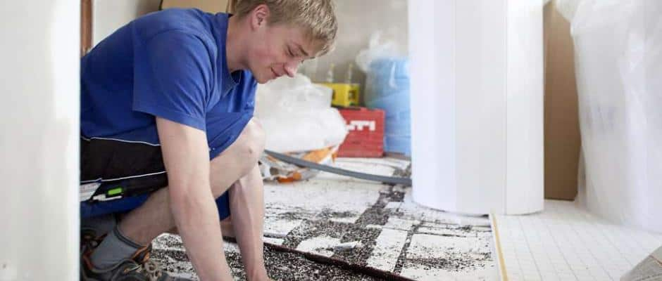 Nicht nur das Heizsystem selbst, sondern auch der Aufbau des Bodens spielt bei der Fußbodenheizung eine wichtige Rolle. Foto: djd/Bauherren-Schutzbund