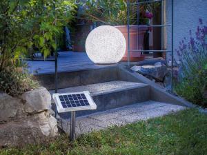 Die LED-Lichttechnik ist sowohl für den Innen- als auch den Außenbereich geeignet. Foto: djd/Lampenwelt