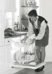 In den 1990er Jahren waren grundsätzlich alle Spülmaschinen noch im Unterschrankbereich eingebaut. (Foto: AMK)