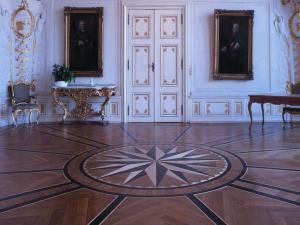 """""""Parkettböden mit kunstvollen Intarsien sind auch heute noch an historischen Stätten zu bewundern"""". Foto: vdp"""