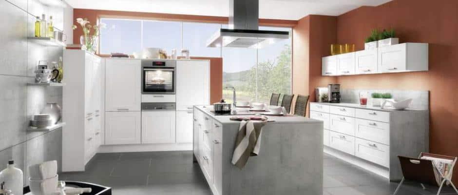 Warme Farben, Dekorationen Und Accessoires Bereichern Die Moderne Küche Und  Machen Sie Individuell Und Gemütlich