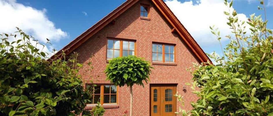 Fenster und Türen mit Holzoptik. Foto: VFF/Rodenberg/RENOLIT