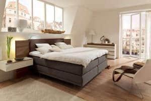 Bequemlichkeit im Schlafzimmer: Die hohen Boxspringbetten werden immer beliebter. Foto: VDM/hülsta