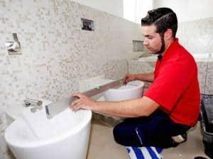 Bei der Modernisierung mit dem Badprofi können Haus- und Wohnungsbesitzer sicher sein, dass alles passt.Foto: djd/ZVSHK/VDS