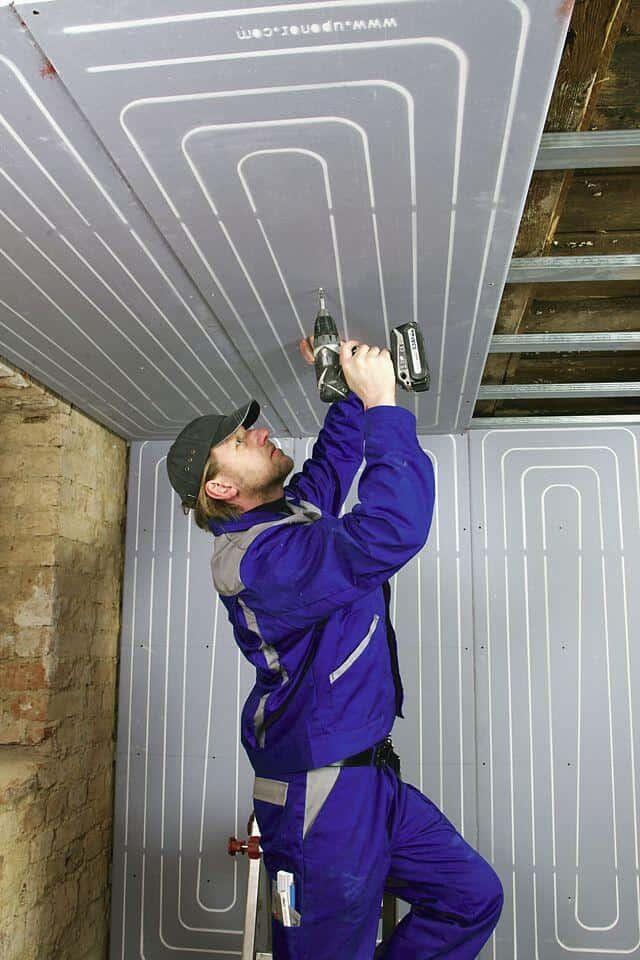 Modernisierung Dusche Statt Badewanne : Wand und Decke vereinfachen die Modernisierung. Foto: djd/Uponor GmbH