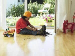 Freiraum für die ganze Familie: Viele schätzen Parkettböden aufgrund ihrer natürlichen und warmen Ausstrahlung. Foto: djd/PALLMANN GmbH