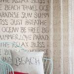 """Life is better on the beach: Strandfeeling lässt sich mit Tapeten einfach nach Hause holen. Beispielsweise mit """"b.b home passion V"""" von Rasch. Foto: djd/Deutsches Tapeten-Institut GmbH"""