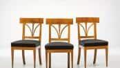 Diese Mahagoni-Stühle (um 1820) stammen aus höfischem Besitz. Nach Aufpolsterung und Restaurierung überzeugen sie nicht nur durch Optik, sondern auch durch Sitzkomfort. Foto: djd/britsch.com