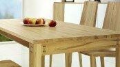 Natürlichkeit ist Trumpf beim Möbelbau mit Holz: Vor allem hochwertige und exklusive Materialien aus aller Welt liegen im Trend. Foto: djd/TopaTeam/Holzschmiede