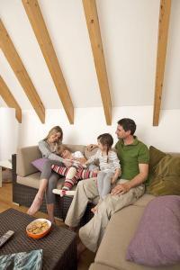 Eine gute Dachdämmung ist ein wesentlicher Faktor, um die künftigen EU-Vorgaben im Neubau einzuhalten. Sie hat zudem unmittelbare Auswirkungen auf die Wohnqualität im Haus. Foto: djd/Paul Bauder
