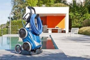 Praktisch: Transportwagen, um den Poolroboter mühelos vom Aufbewahrungsort zum Becken und zurück zu transportieren. Foto: djd/Zodiac