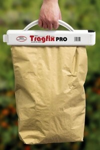 Rindenmulch, Pflanzenerde, Dünger und Co. lassen sich mit den passenden Helfern besonders einfach und rückenschonend transportieren. Foto: djd/Speed Promotion