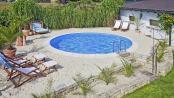 Viel Badespaß auf wenig Raum: Auch in kleineren Gärten lässt sich mit einer guten Planung ein attraktiver Pool verwirklichen. Foto: djd/Bundesverband Schwimmbad & Wellness e.V.