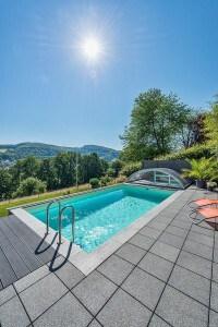 Mit zusätzlichen Extras wie etwa Massageanlagen wird der Pool zur privaten Wellness-Oase. Foto: djd/Bundesverband Schwimmbad & Wellness e.V.