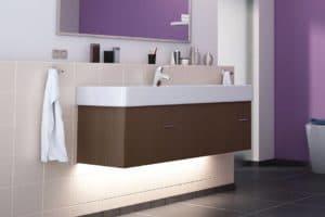 Das dekorative, indirekte Licht schafft auch im Bad eine behagliche Atmosphäre. Foto: djd/Paulmann Licht