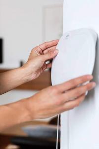 Sicherheitstechnik auf dem neuesten Stand: Moderne Funkalarmanlagen lassen sich selbst installieren und bedienen. Foto: djd/ABUS