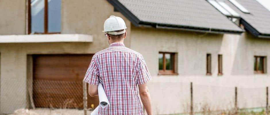 Architekt beim Immobilienbau