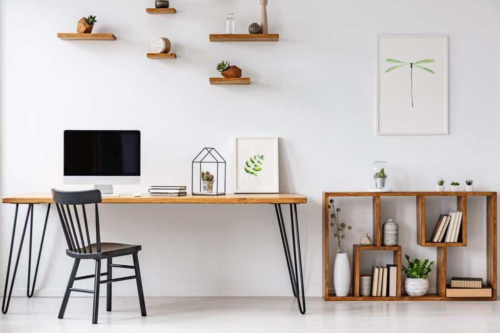 Büro mit Dekoration