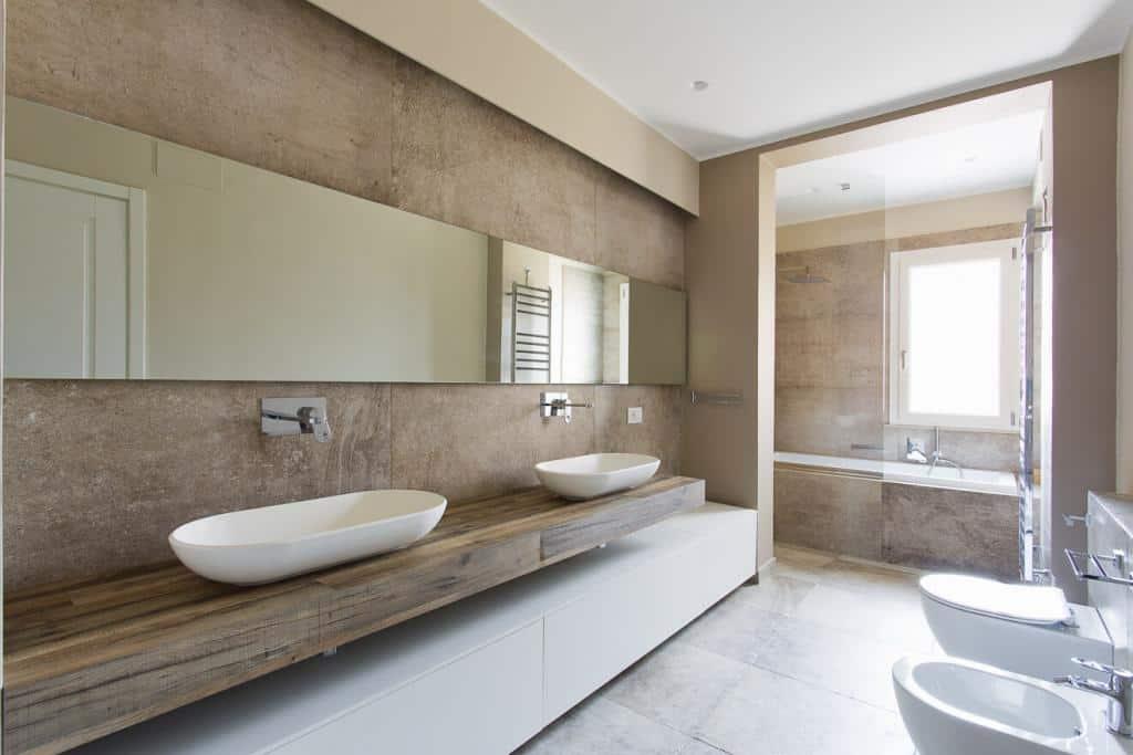 Modenes Badezimmer mit Bestandteilen aus Corian®