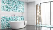 Blaue und Weiße Mosaikfliesen im Badezimmer