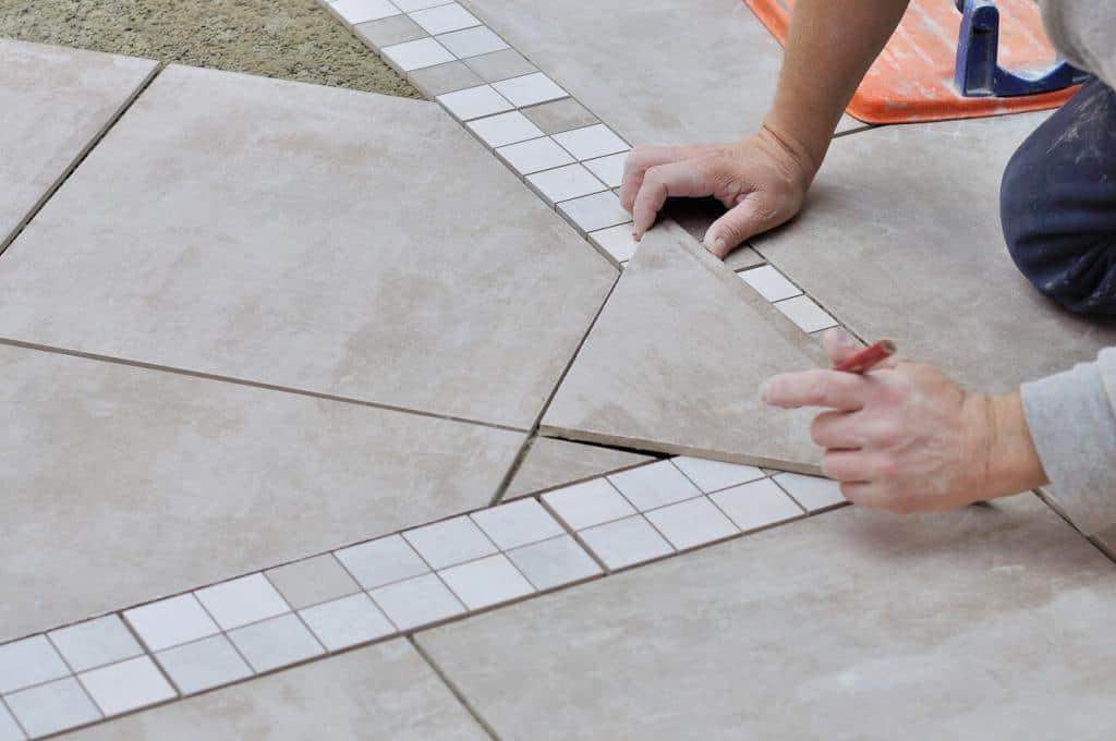 Verlegung von Mosaikfliesen