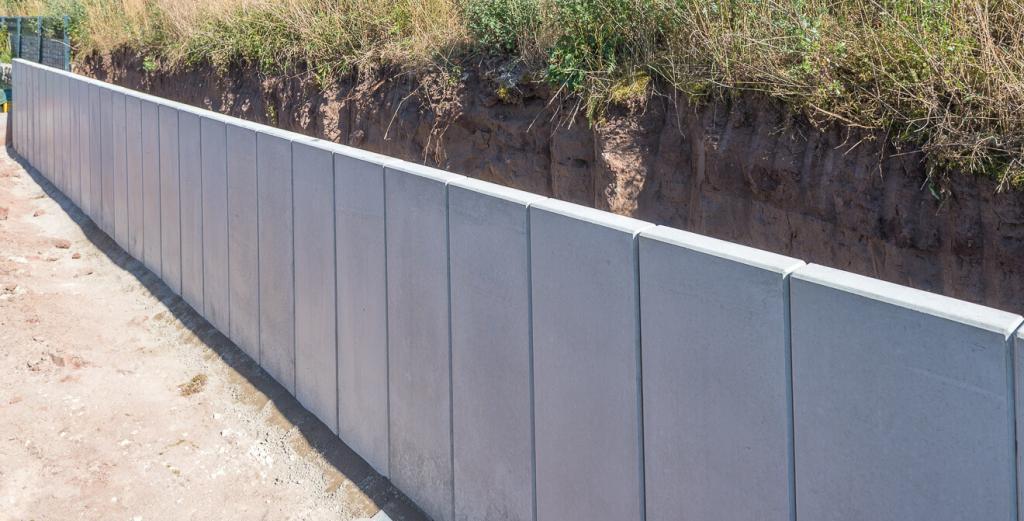 Stützmauer aus Beton-L-Steinen