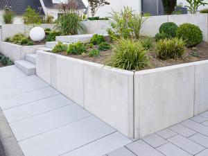 Moderne Gartengestaltung mit L-Steinen