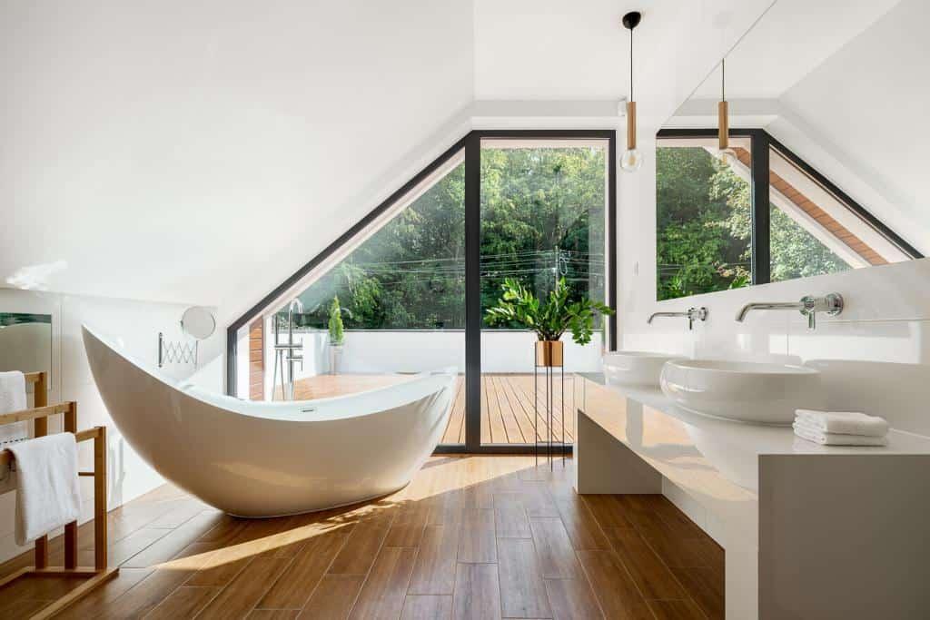 Extravagante Form einer freistehender Badewanne