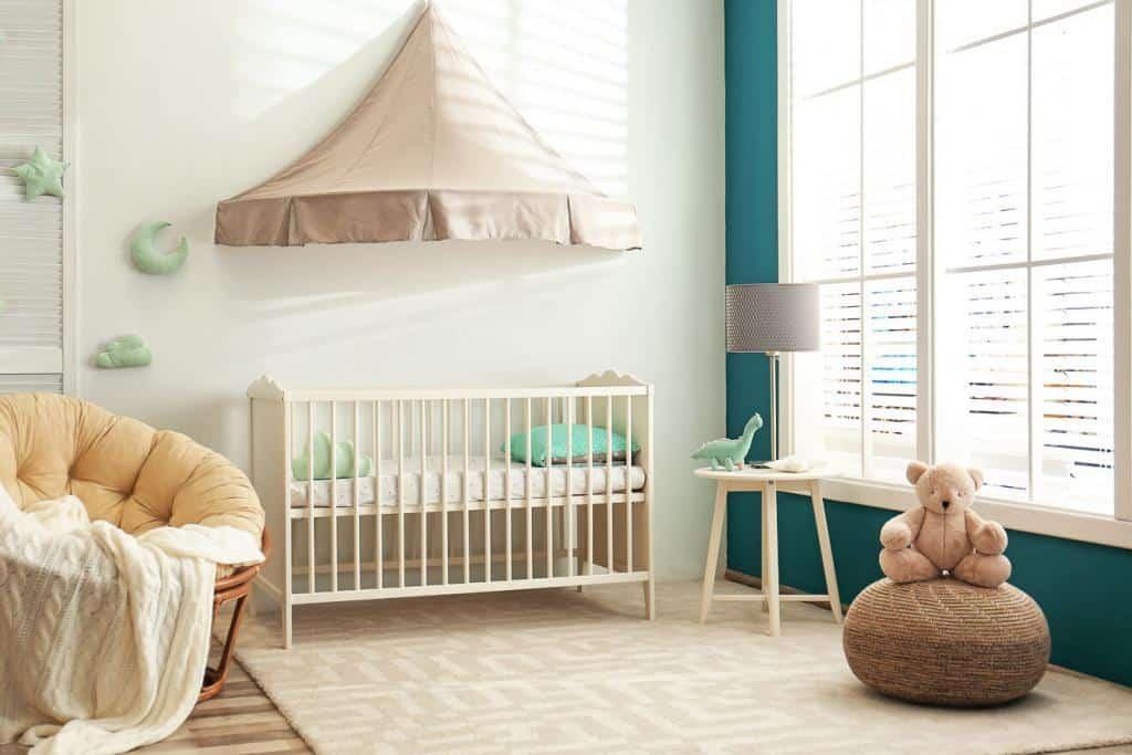 gemütlicher Sessel für das Babyzimmer