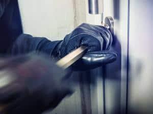 Einbrecher versucht Haustür aufzubrechen